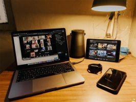 laptop corriendo zoom, imagen de uso libre Unsplash.com