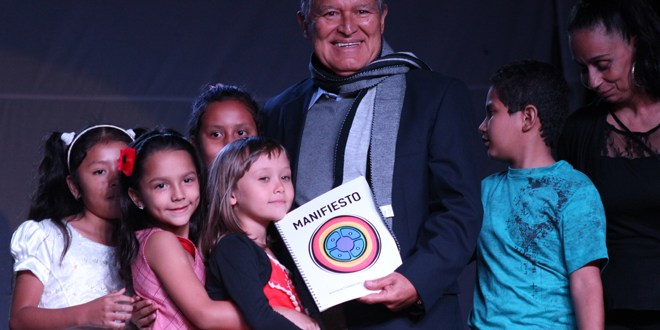 Artistas e intelectuales brindan apoyo a la fórmula del FMLN
