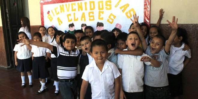 Estudiantes inician con optimismo año escolar 2014