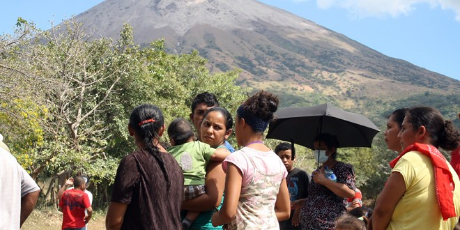 Cruz Roja Salvadoreña evalúa necesidades de habitantes en las faldas del Chaparrastique