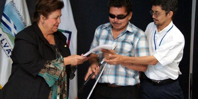 Correos de El Salvador lanza Tarifario de Servicios Postales con método Braille