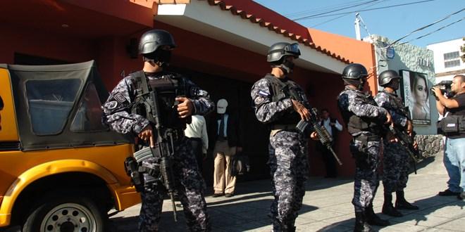Organizaciones responsabilizan al fiscal de posible fuga de ex Presidente Francisco Flores