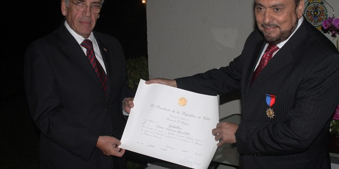 Entregan reconocimiento a Narciso Castillo por sus 30 años de ejercicio periodístico