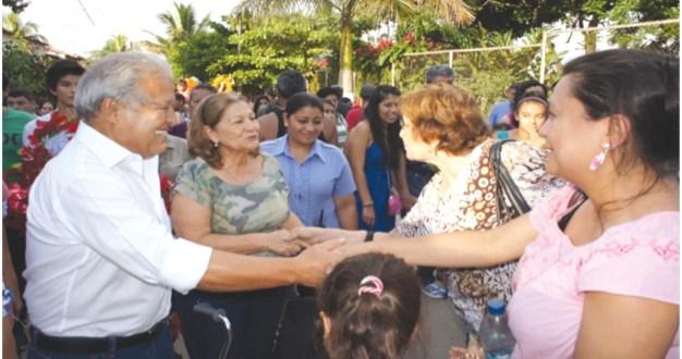Sánchez Cerén participa en evento religioso