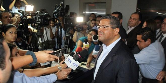 El viernes, audiencia de intimación en contra de ex Presidente Flores