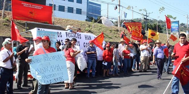Demanda por peculado y lavado de dinero  contra ex presidente Francisco Flores