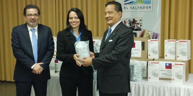 Taiwán entrega mascarillas para personas afectadas por Volcán Chaparrastique