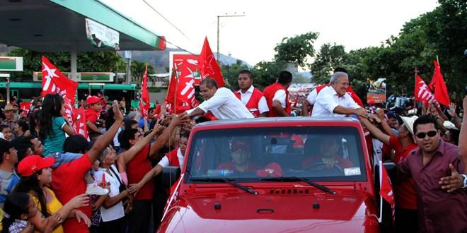 Millares de salvadoreños apoyan a fórmula presidencial del FMLN