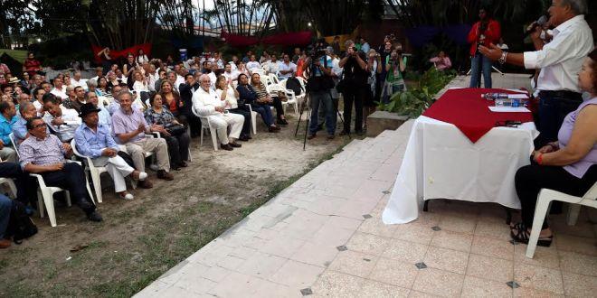 Fórmula del FMLN se reúne  con observadores internacionales