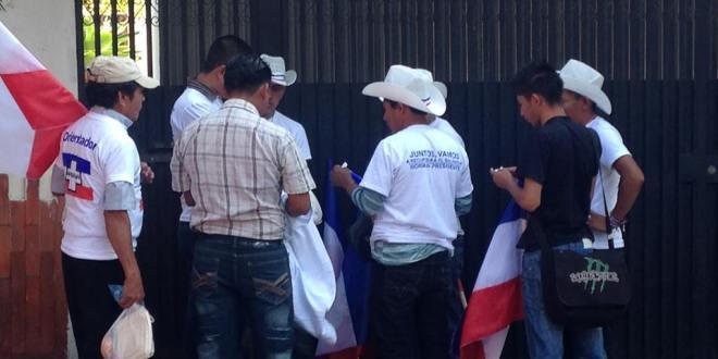Denuncian irregularidades en centros de votación