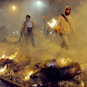 """Conozca qué son las """"guarimbas"""" en Venezuela y quiénes están detrás"""