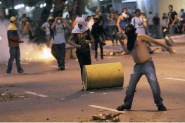"""Manual del """"golpe suave""""   La sustitución de la violencia por las mentiras y el boicot forma parte de los golpes de estado modernos. Venezuela no escapa a ellos."""