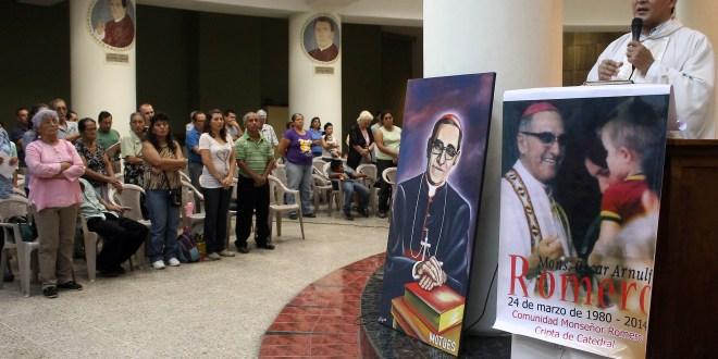 """""""Cristo vive, la resurrección tiene que dar valentía, entereza, lejos de toda cobardía"""": Monseñor Romero"""
