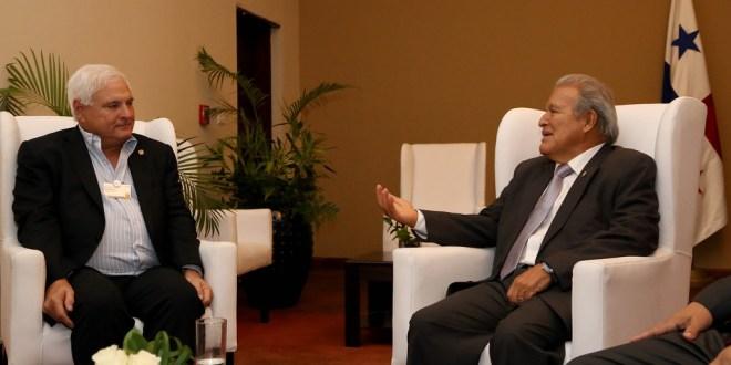 Sánchez Cerén fortalece lazos de amistad  con mandatarios de la región