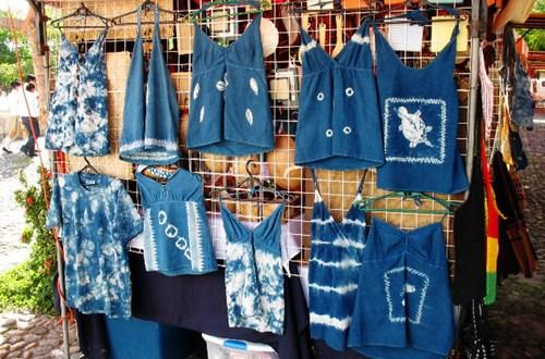 Emprendedores comercializan sus productos en malecón del puerto de La Libertad