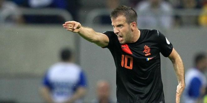 Holandés Van der Vaart se despide del Mundial por lesión