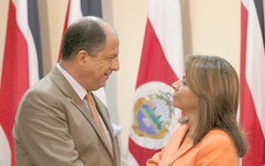 Solís asume el poder en Costa Rica con el peso de las expectativas de cambio