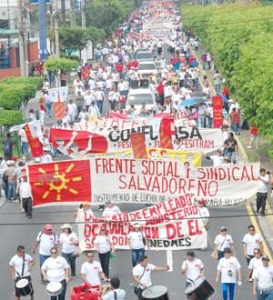 Trabajadores de Centroamérica desfilaron el 1 de mayo por salarios justos, desmilitarización y apoyo por la continuidad en el poder