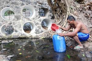 Aumenta drásticamente el acceso a fuentes de agua potables mejoradas, pero los pobres siguen perjudicados