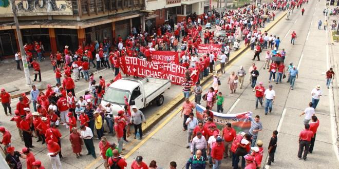 """Conmemoran """"Día del Trabajo"""" con multitudinarias marchas"""