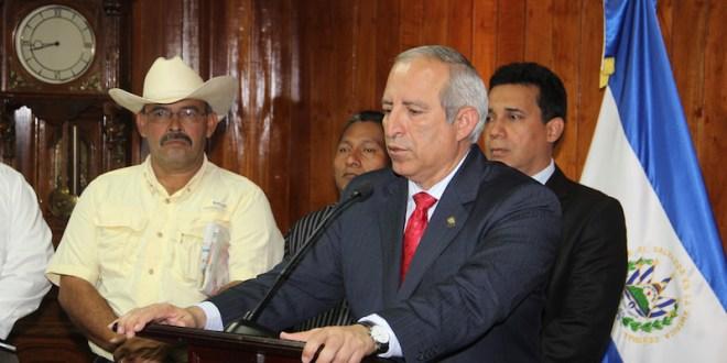 """Presidente de la Asamblea Legislativa  pide a Panamá que """"no vaya a ceder"""" ante petición de asilo político de Flores"""