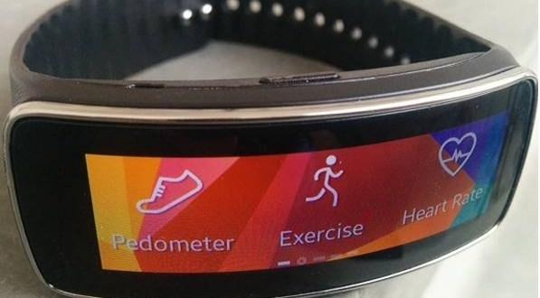 Samsung Gear Fit, las bondades de un reloj inteligente y de un ejercitador personal en una banda de fitness.