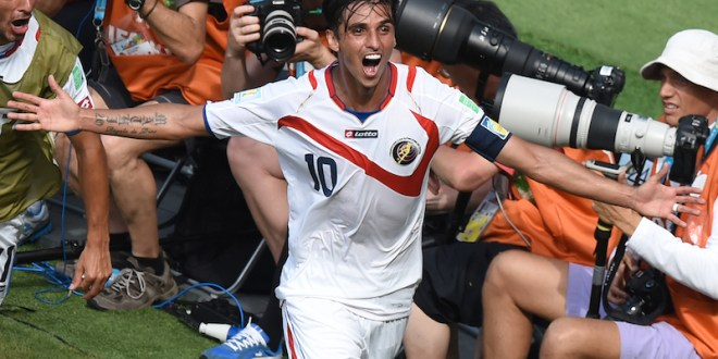 Costa Rica vence a Italia, avanza a octavos y expulsa a Inglaterra