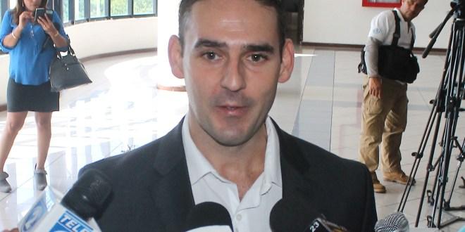 Declaran inadmisible demanda de Muyshondt contra expresidente Funes