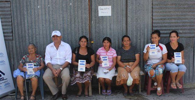Familias afectadas de urbanización El Pepeto III reciben subsidio para transporte