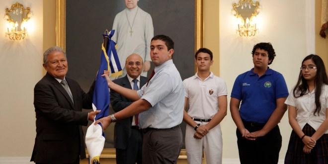 Jóvenes talento de la UES a prueba en Olimpiadas de Química en Guatemala y Vietnam