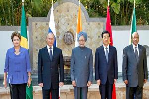 BRICS buscan ampliar independencia creando su propio banco durante cumbre en Brasil