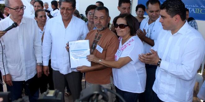 Gobierno entrega subsidio habitacional a afectados de Las Colinas