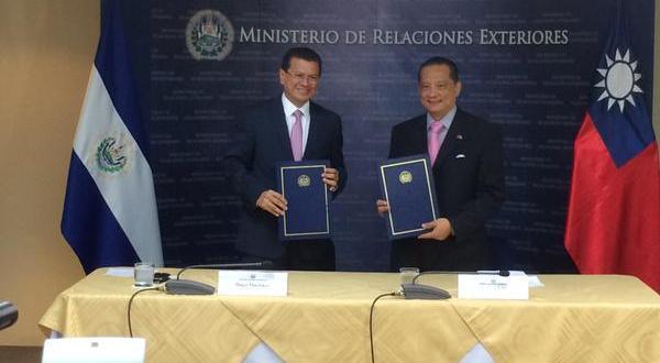 Gobierno de El Salvador firma convenio para la gestión de riesgo y cambio climático