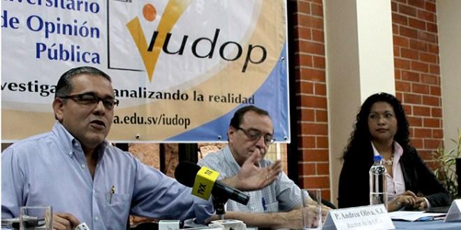 """""""El 77% de la población dice que en El Salvador debe prohibirse la minería metálica"""": IUDOP"""