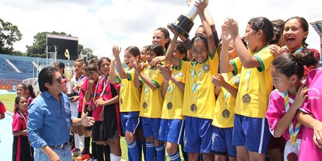 Alberto Masferrer y Liceo Salvadoreño mandan  el fútbol estudiantil