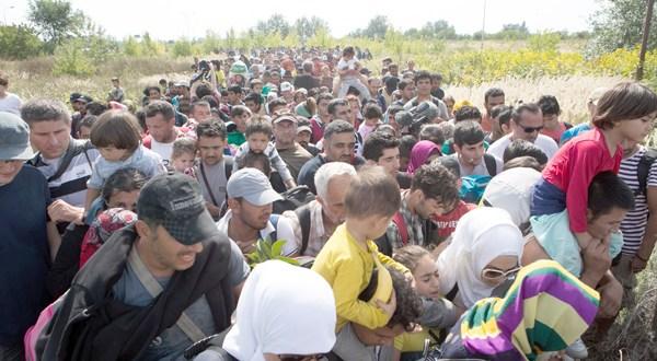 Miles de migrantes llegan a Croacia, la nueva ruta hacia Europa occidental