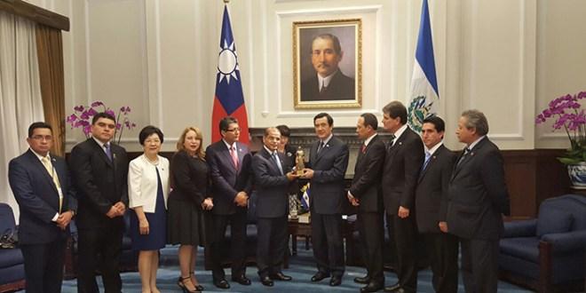 Oscar Ortiz se reúne con Presidente de China-Taiwán