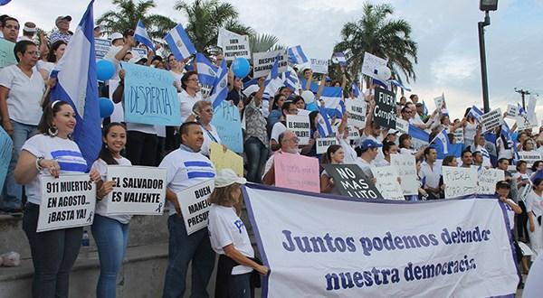 """Sectores de derecha marchan para pedir que se """"erradique"""" lacorrupción y la impunidad"""