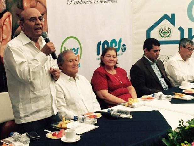 El Ministro de Educación se dirige a los asistentes a Casa Abierta, donde el Presidente Salvador Sánchez Cerén y la Primera Dama, Margarita Villalta de Sánchez celebraron el Día de la alfabetización. Foto Diario Co latino