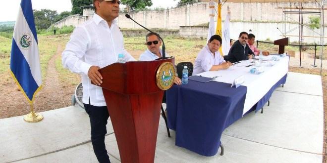 Gobierno firma contrato paraconstrucción de Fase II del Complejo Penitenciario de Izalco