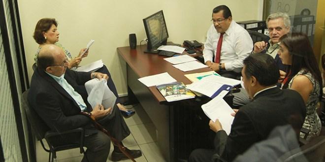 La CEL entrega documentos sobre el Chaparral a dirigentes de ARENA