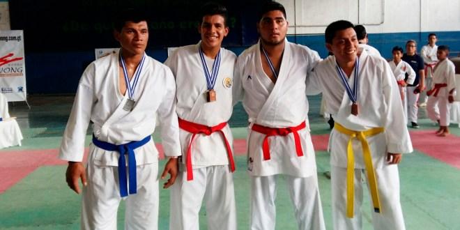 Karatecas salvadoreños triunfaron en Guatemala