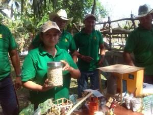 Ana Concepción Ramirez, y su grupo de trabajo agrícola en la siembra de semilla nativa, para agricultura orgánica. Foto Diario Co Latino/Gloria Silvia Orellana
