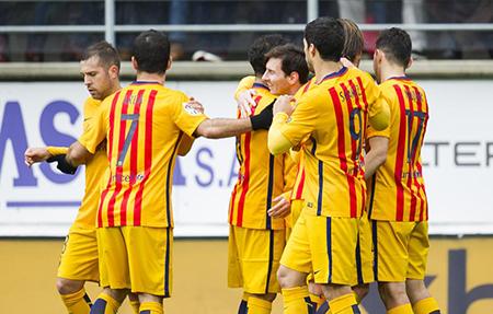 Barcelona golea al Eibar y sigue con paso firme hacia el título