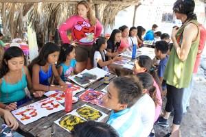 """La juventud dijo presente en el evento organizado por Maktub Café Cultural y el apoyo de Olas Permanentes y el hostal """"El Teco"""". Foto Diario Co Latino/Iván Escobar."""