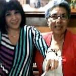 A la derecha, Ana Mercedes Jovel Urquilla (Margarita), le acompaña la sobrina Minela  Jovel Melara.