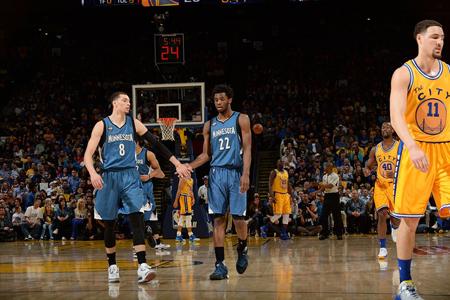 Wolves alejan a los Warriors de la historia