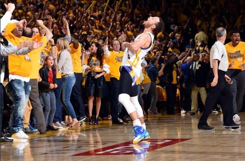Curry guía a los Warriors a la final de la NBA