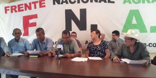 Trabajadores del campo retan a Luis Cardenal y su familia a vivir con $3.99 por día