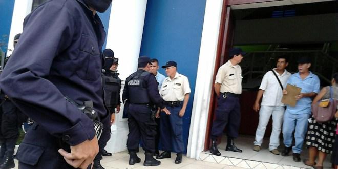 Allanan alcaldía de Apopa por órdenes de la FGR luego de capturar a alcalde